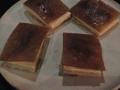 Sandwich med havrekex, hasselnötsparfait, baconsylt och kronärtskocka